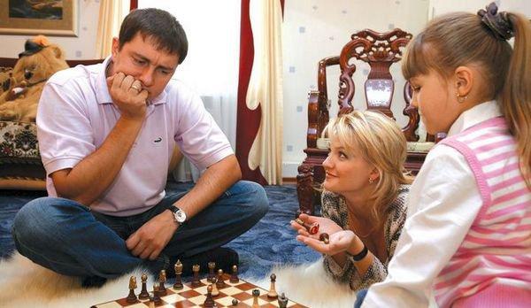Павел Серебряков с женой и старшей дочерью Анной